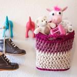 bymami opskrift hæklet hænge kurv stofgarn zpaghetti DIY | crochet pattern hanging basket