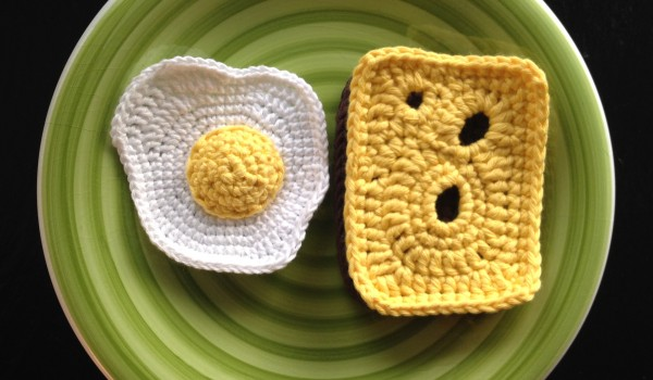 bymami hækle hæklet spejlæg legemad crochet crocheting playfood fried egg