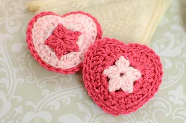 crochet-heart-sachets-2