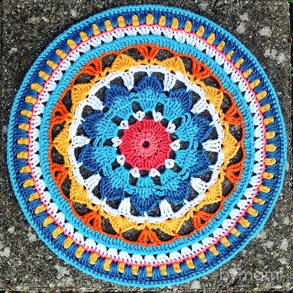 bymami hækle hæklet summer dreams mandala opskrift mønster diagram flacon doily vægpynt pynt grydelap crochet crocheted pattern potholder home decor