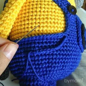 bymami hækle hæklet opskrift gratis freebie minion minions stuart pattern free crochet crocheted buks lomme pants pocket
