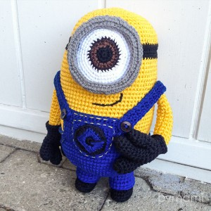 bymami hækle hæklet opskrift gratis freebie minion minions stuart pattern free crochet crocheted