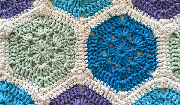 bymami bymamidk hækleblog blog hækle hæklet crochet crocheted diy opskrift pattern gratis free freebies hæklede hexie jayg join as you go kontinuerlig sammenhækling lapper lappetæppe