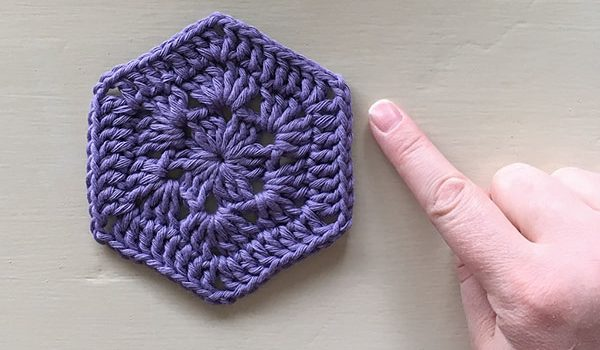 bymami bymamidk hækleblog blog hækle hæklet crochet crocheted diy opskrift pattern gratis free freebies hæklede kreativ krea hånd håndarbejde håndlavet handmade creative craft yarn garn hexagon sekskant hexie hip