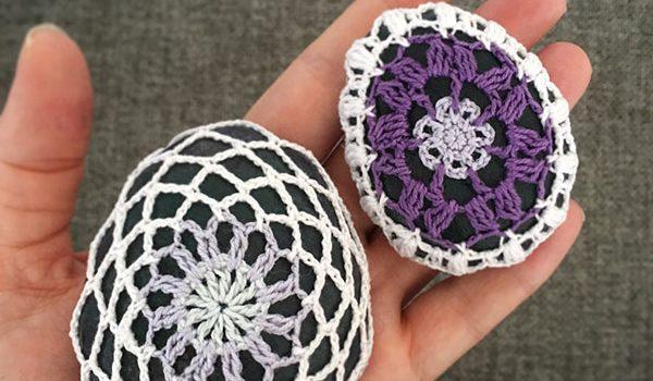 bymami bymamidk hækleblog blog hækle hæklet crochet crocheted diy opskrift pattern gratis free freebies hæklede kreativ krea hånd håndarbejde håndlavet handmade a stone for a smile #astoneforasmile stone cozy cozies